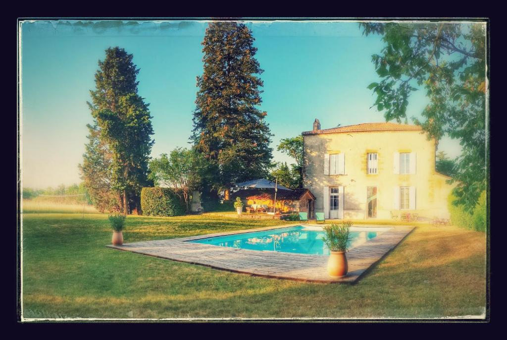 The swimming pool at or near La Ramounette - 2 chambres chez l'habitant