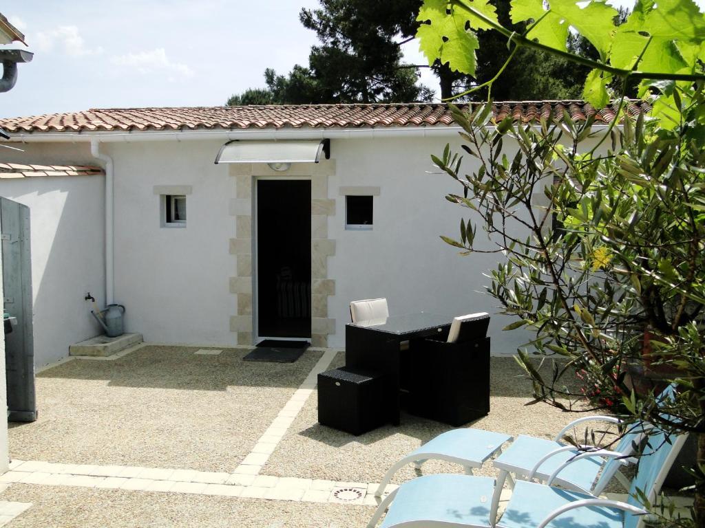 Très Maison de vacances / Gîte La Petite Maison sur l'Ile de Ré (France  GY05