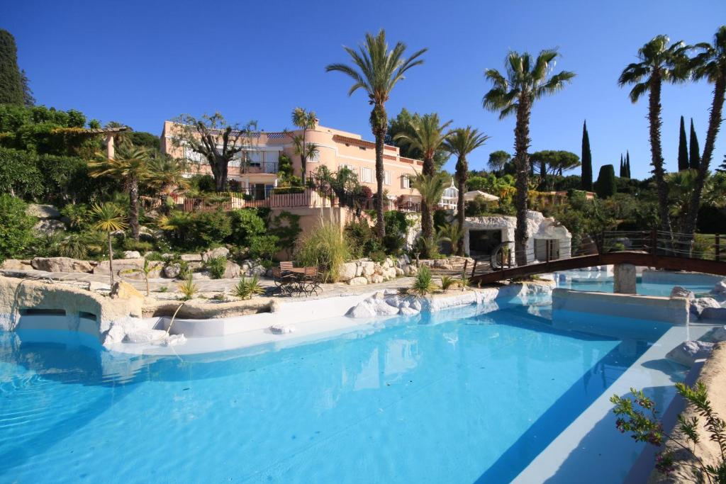 Villa rochelle france mougins for Piscine la rochelle