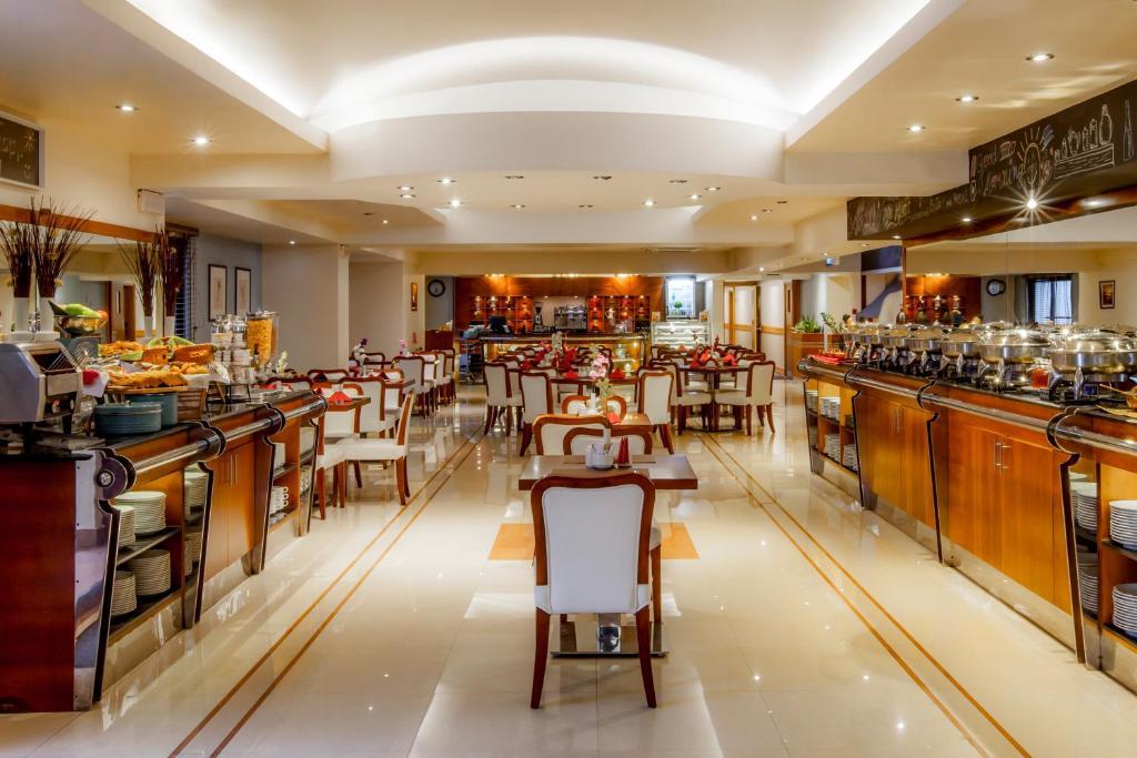 Aparthotel Golden Sands Dubai, UAE - Booking.com