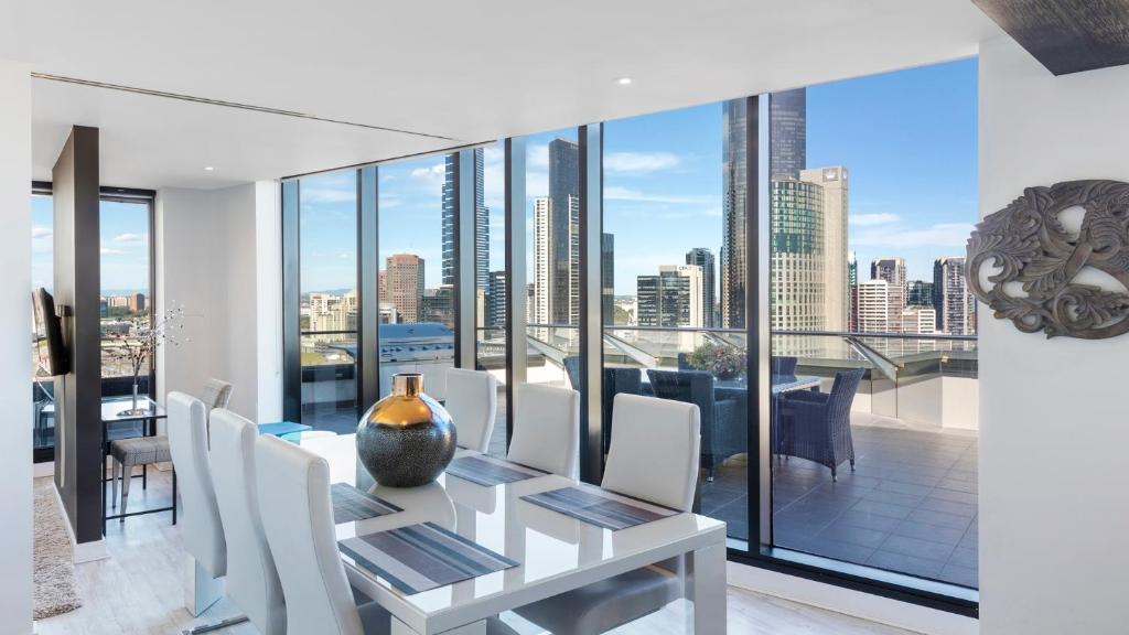 Luxury holiday apartments melbourne cbd latest bestapartment 2018 Rent 2 bedroom apartment melbourne