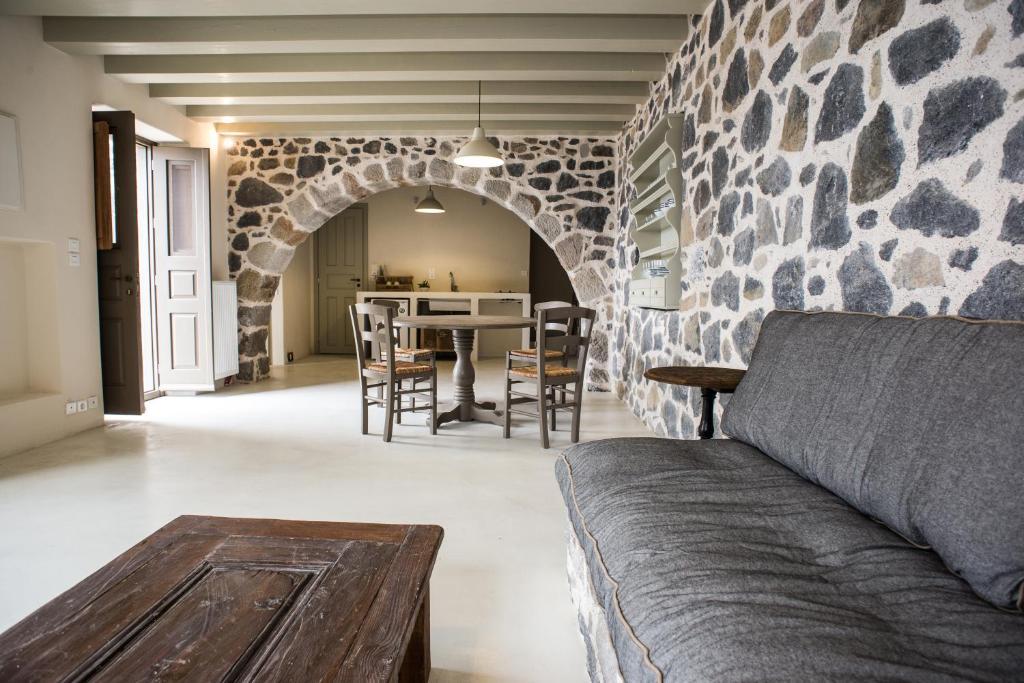 Vacation Home Moustafa Stone House Emporeios Greece Bookingcom - 100-wood-and-stone-house