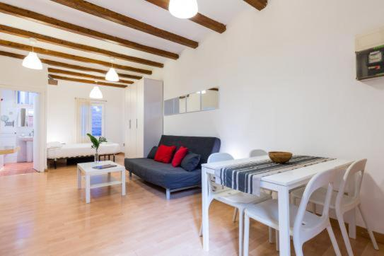 Apartment loft gracia barcelona spain booking gallery image of this property fandeluxe Gallery