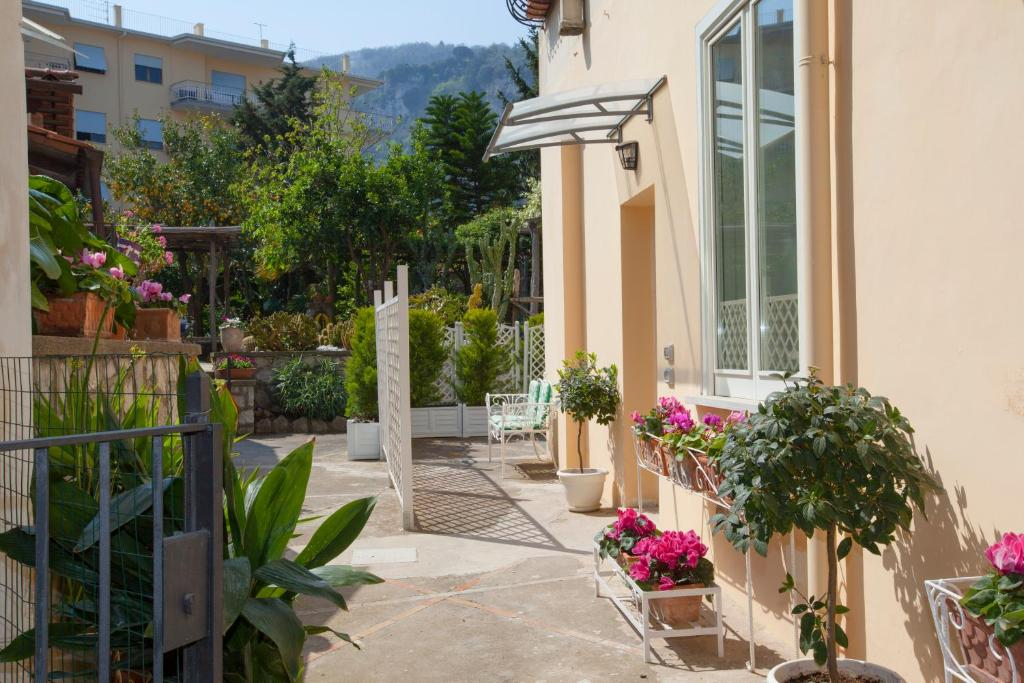 holiday home dreaming sorrento suites, italy - booking