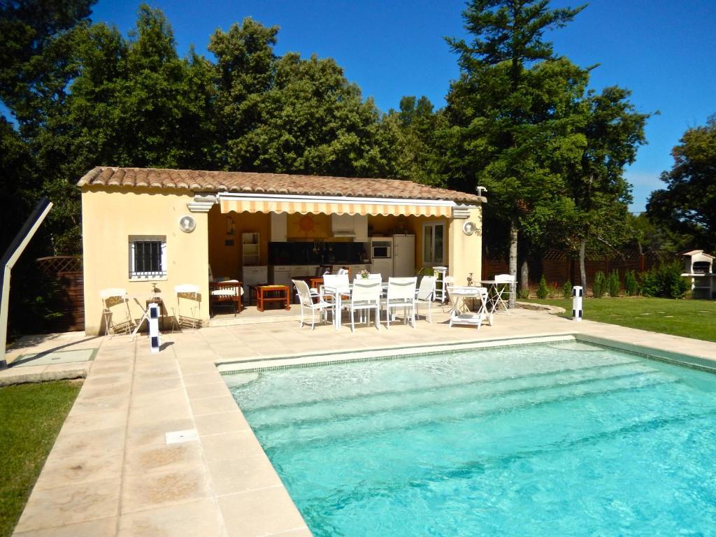 Villa avec piscine priv e au sel uchaux for Achat maison france sud