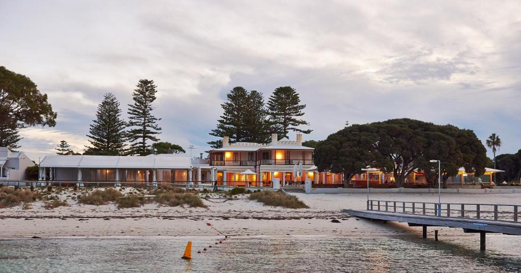 Hotels Close To Perth Airport Australia