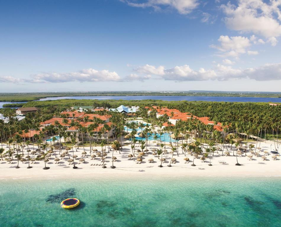 Een luchtfoto van Dreams Palm Beach Punta Cana