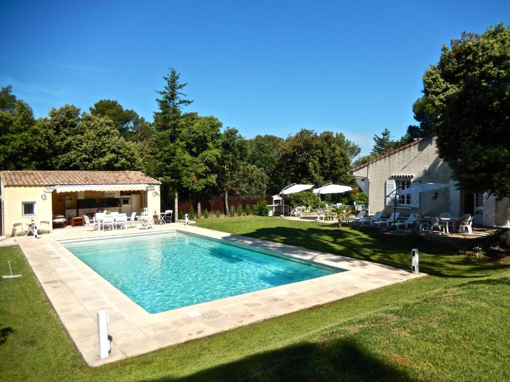gallery image of this property - Hotel Drome Provencale Avec Piscine
