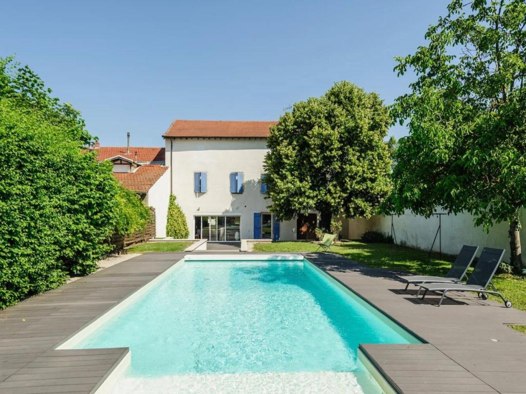 Villa d 39 exception avec piscine lyon france rillieux la - Maison a louer barcelone avec piscine ...