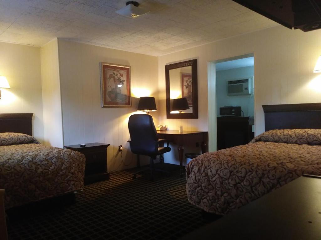 Acorn Motel Black Mt, Black Mountain, NC - Booking.com