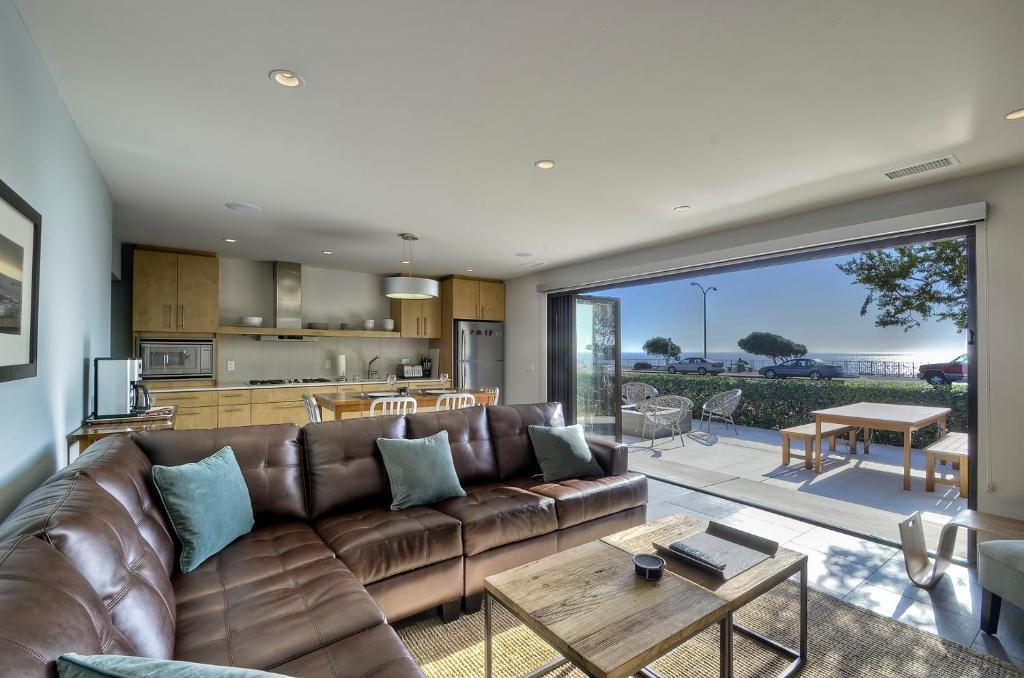 Apartment dolphin suite 2 bedroom 1 bath carlsbad - 1 bedroom apartments in carlsbad ca ...