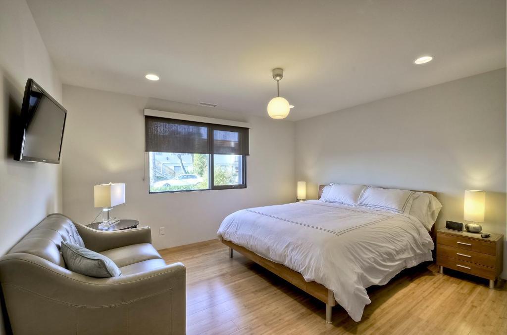 Apartment dolphin suite 2 bedroom 1 bath carlsbad ca for 1 bedroom apartments in carlsbad ca