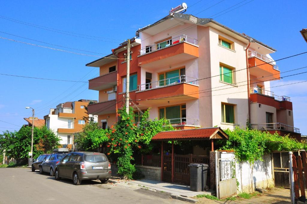 Къща за гости Гости Савови - Черноморец