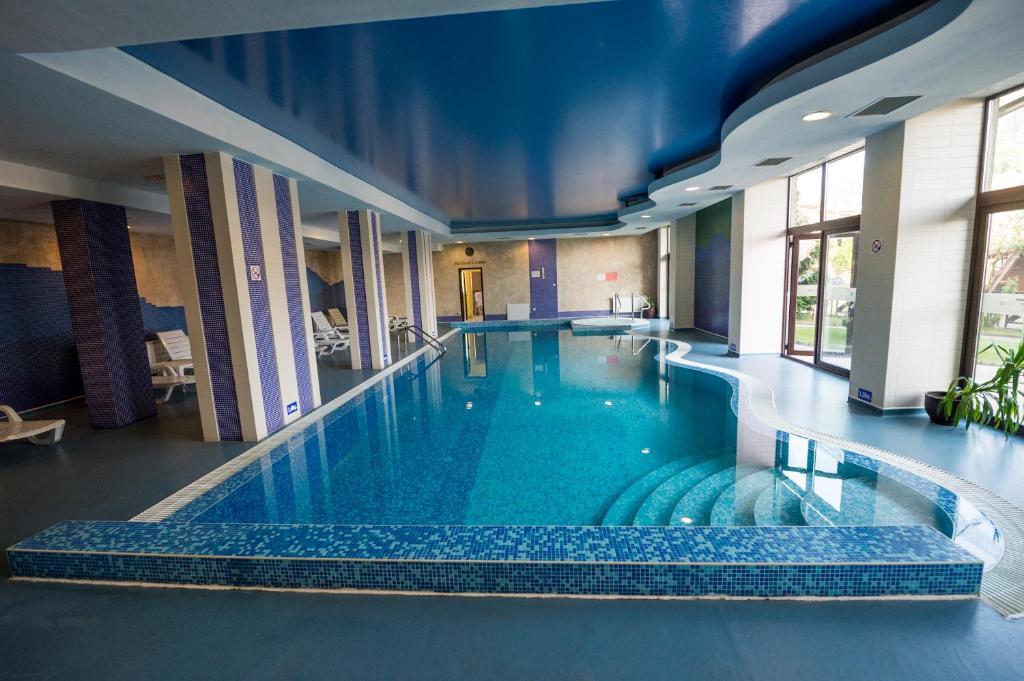 Хотел Rhodopi Home Hotel & Half Board - Чепеларе