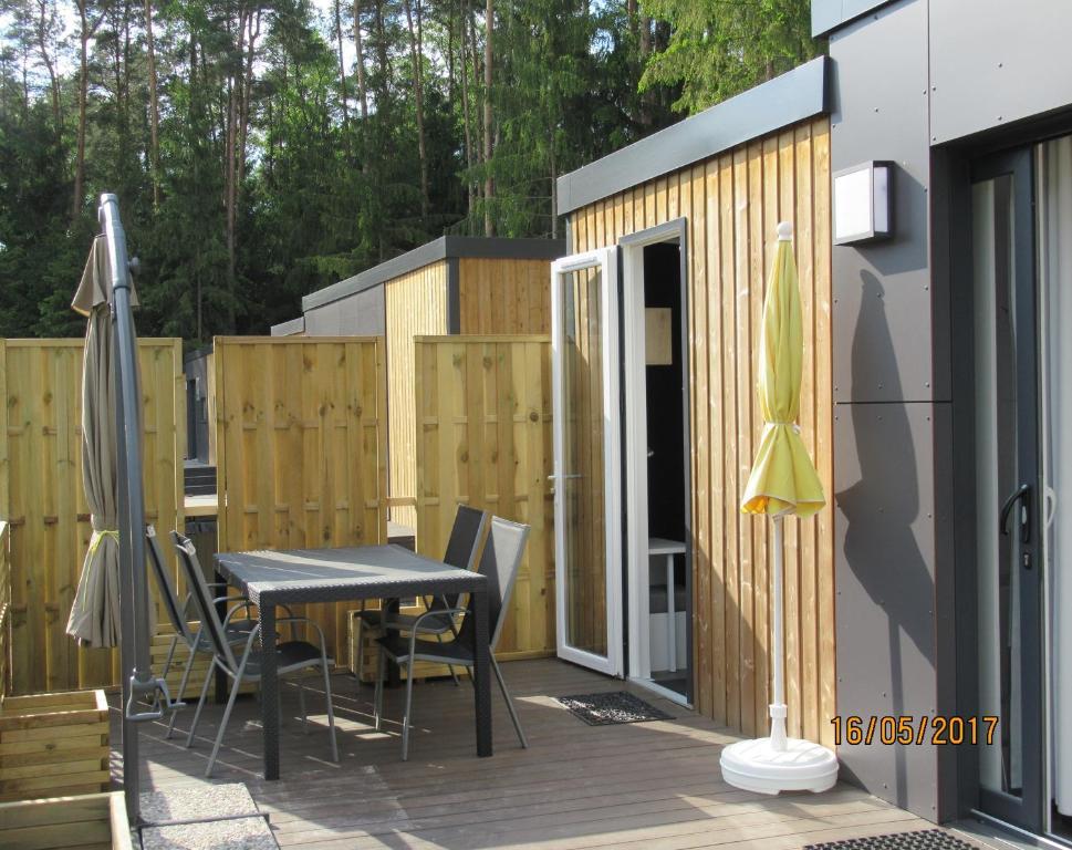 mobilheim mieten in deutschland gehobenes mobilheim mit. Black Bedroom Furniture Sets. Home Design Ideas