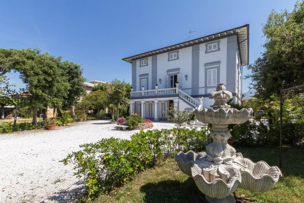 Villa claudia italia forte dei marmi - Il giardino forte dei marmi ...