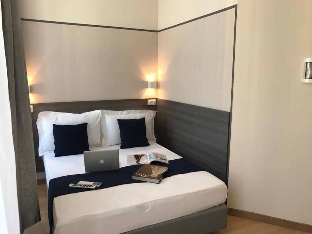 Katil atau katil-katil dalam bilik di Boutique Hôtel Neptune Nice