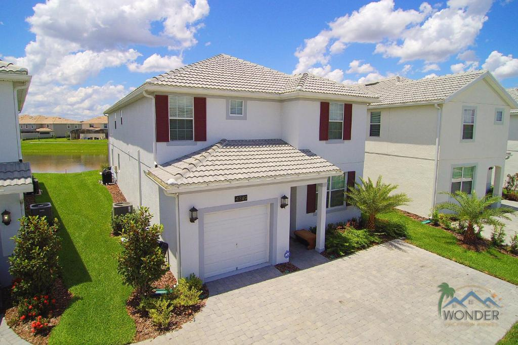 Vacation home five bedrooms home with pool 4749 kissimmee fl for 7 bedroom vacation homes in kissimmee fl
