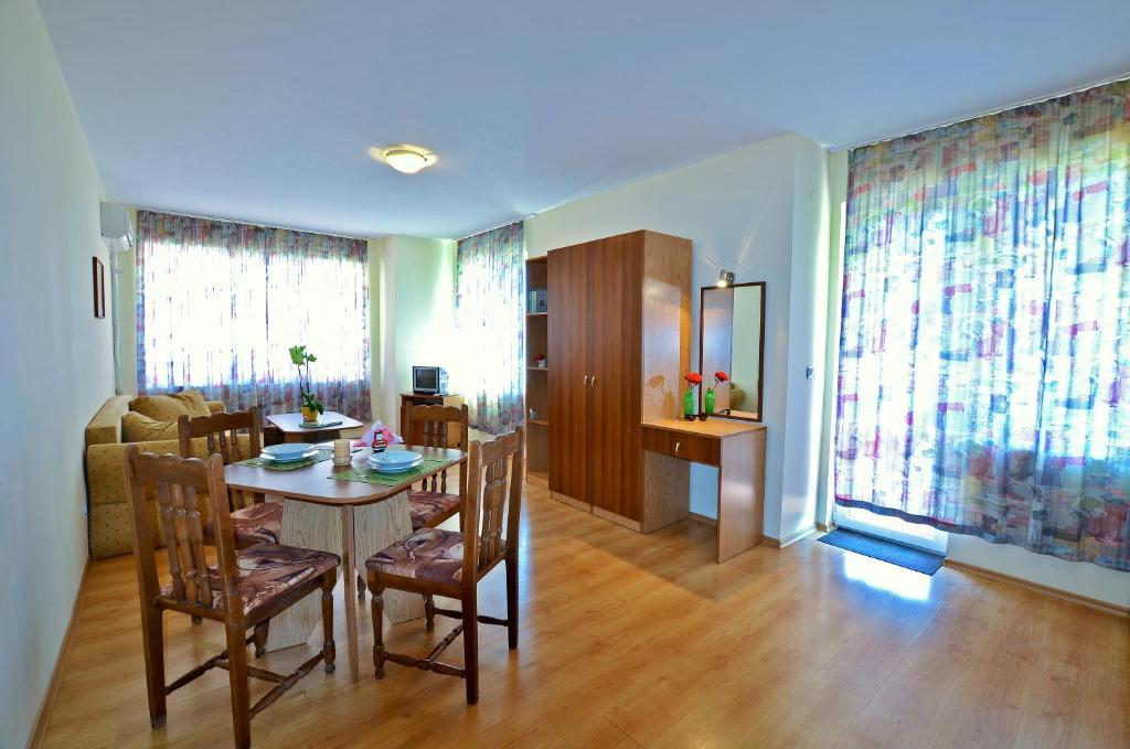 Апартамент Rossitsa Holiday Апартаментs - Кранево