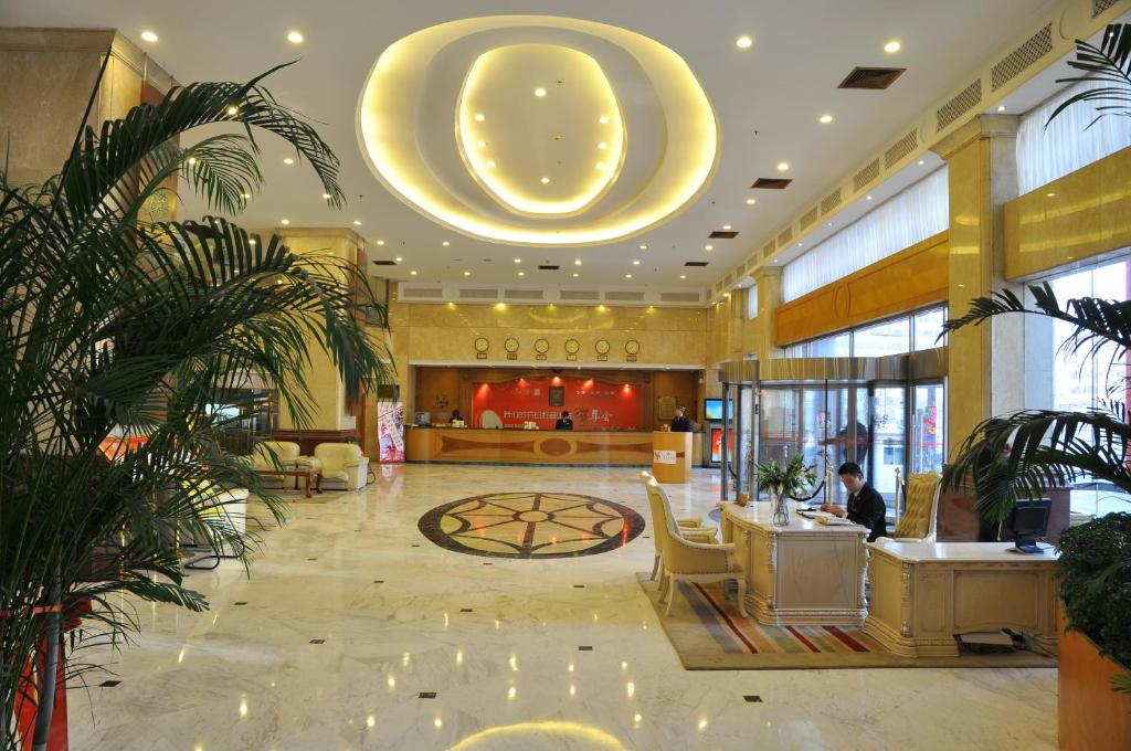 The lobby or reception area at Shangdong Litian Hotel
