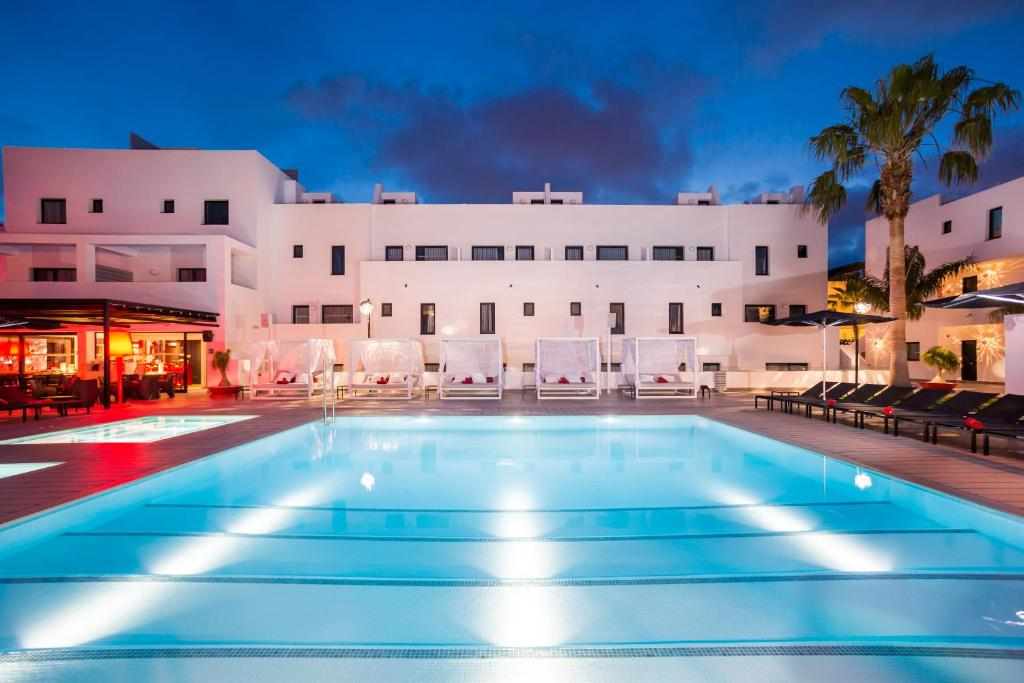Hotel pas cher ibiza playa d 39 en bossa for Hotels pas chers