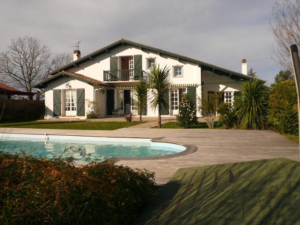 Image De Belle Villa belle villa avec piscine et jardin à 15 min de biarritz, arbonne