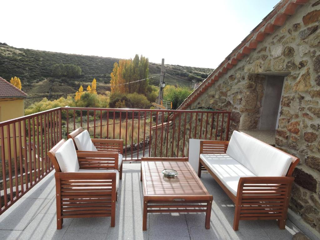 Country House Casa Sierra de Gredos, Navasequilla, Spain ...