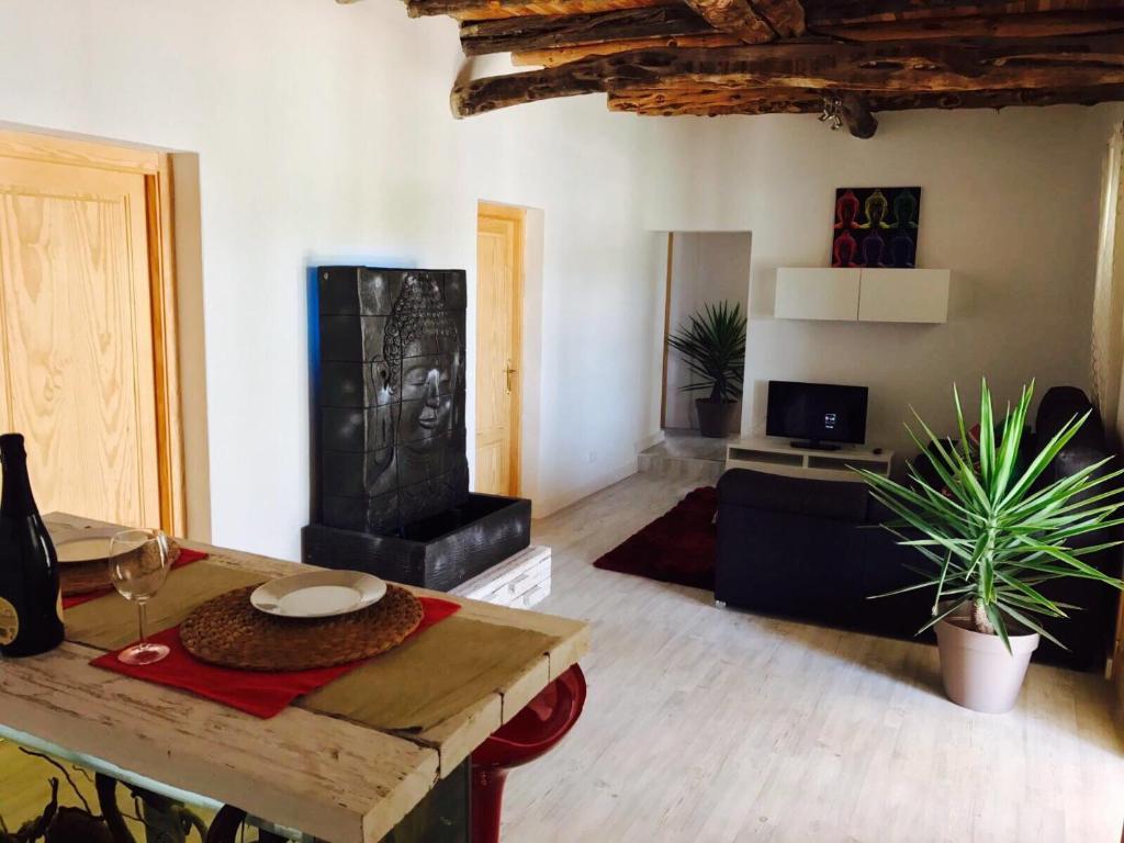 Habitaciones Alma, Santa Euralia des Riu – Precios actualizados 2018