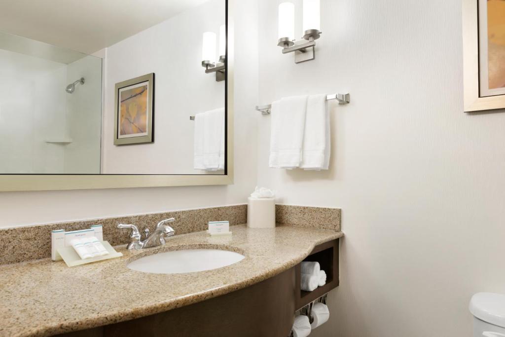gallery image of this property - Hilton Garden Inn Shelton Ct