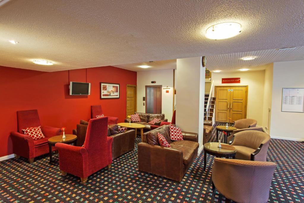 A seating area at Britannia Hotel Leeds