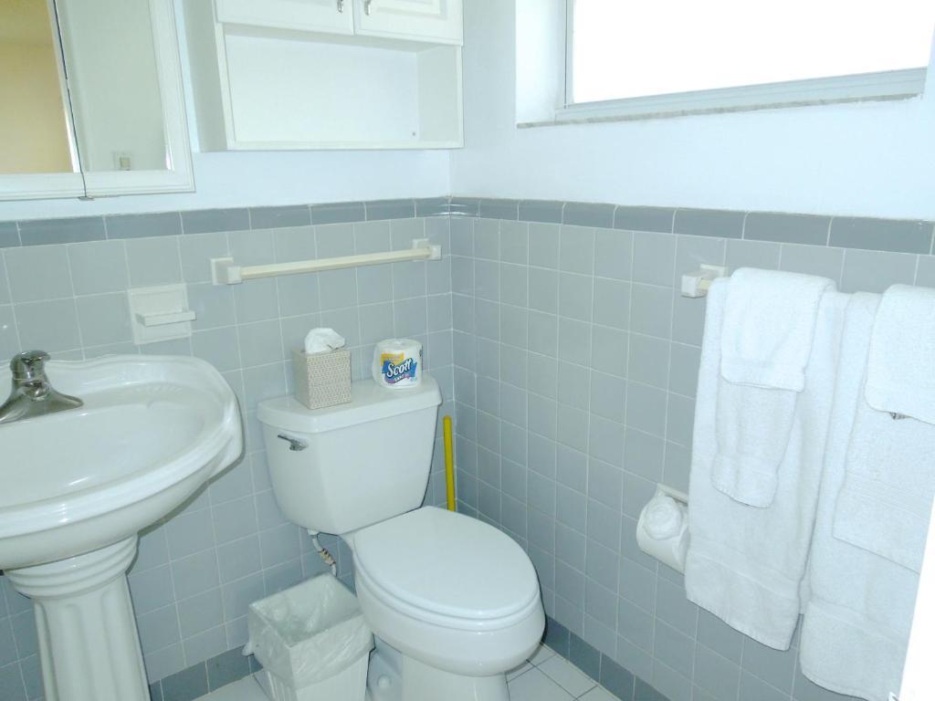 Apartment Pelican Place Pompano Beach FL Bookingcom - Bathroom place pompano beach fl