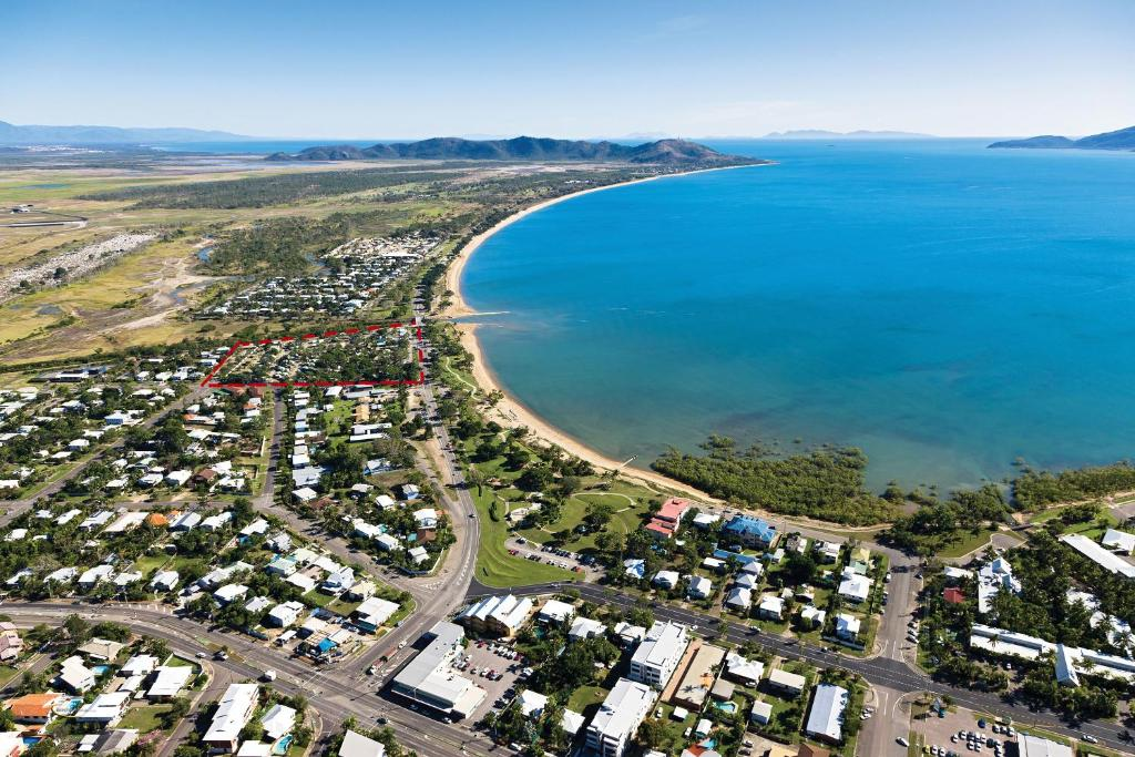 LENA: Rowes bay townsville