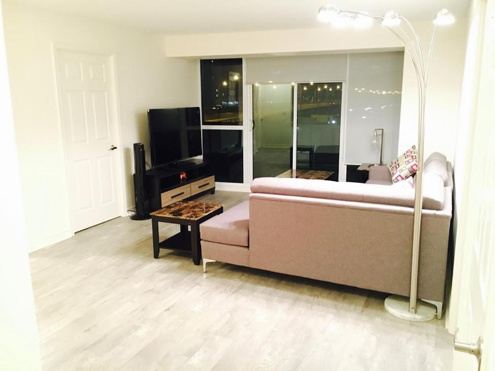 Executive 3 bedroom condo toronto canada for 3 bedroom condo for sale toronto