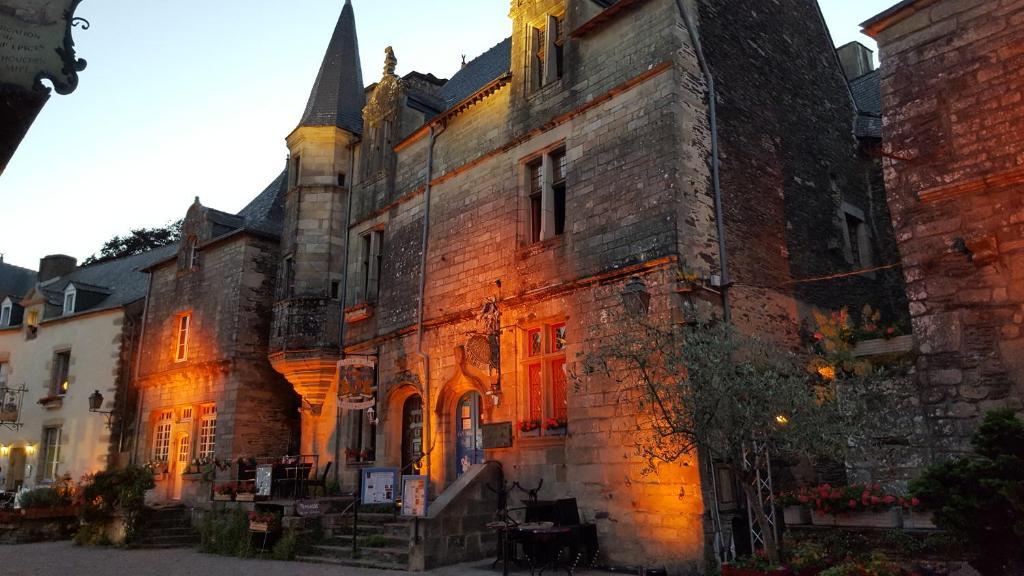Escort girls in Rochefort