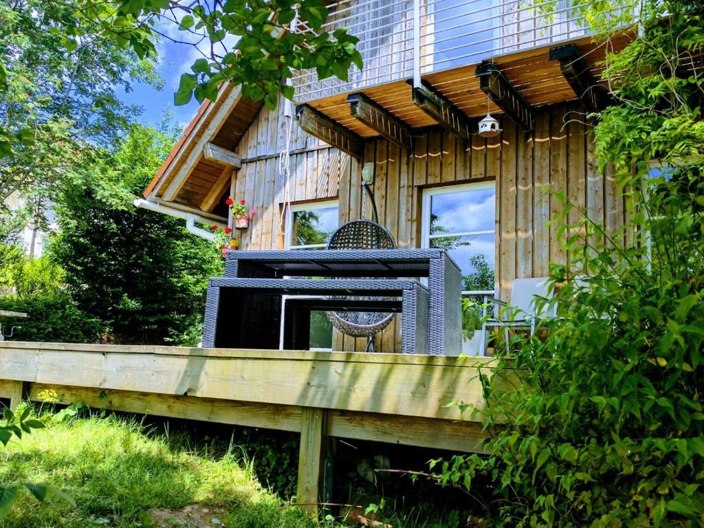 ferienhaus idyllisches holzhaus in traumhafter umgebung. Black Bedroom Furniture Sets. Home Design Ideas