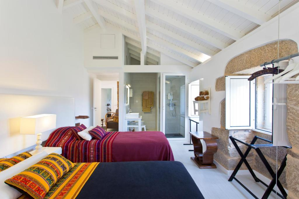 A bed or beds in a room at Quinta De Fundevila