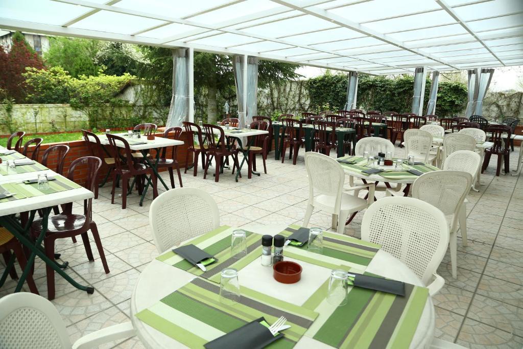 restaurant maison blanche paris beautiful la maison blanche with restaurant maison blanche. Black Bedroom Furniture Sets. Home Design Ideas