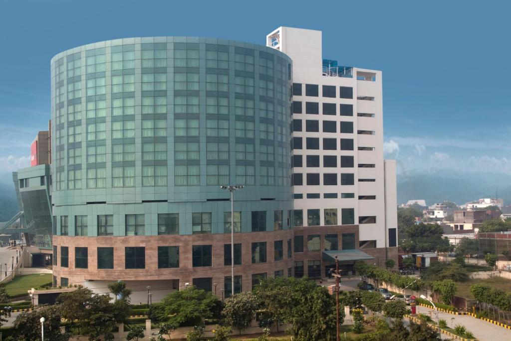 e07774b827e Hotel Savoy Suites Greater Noida