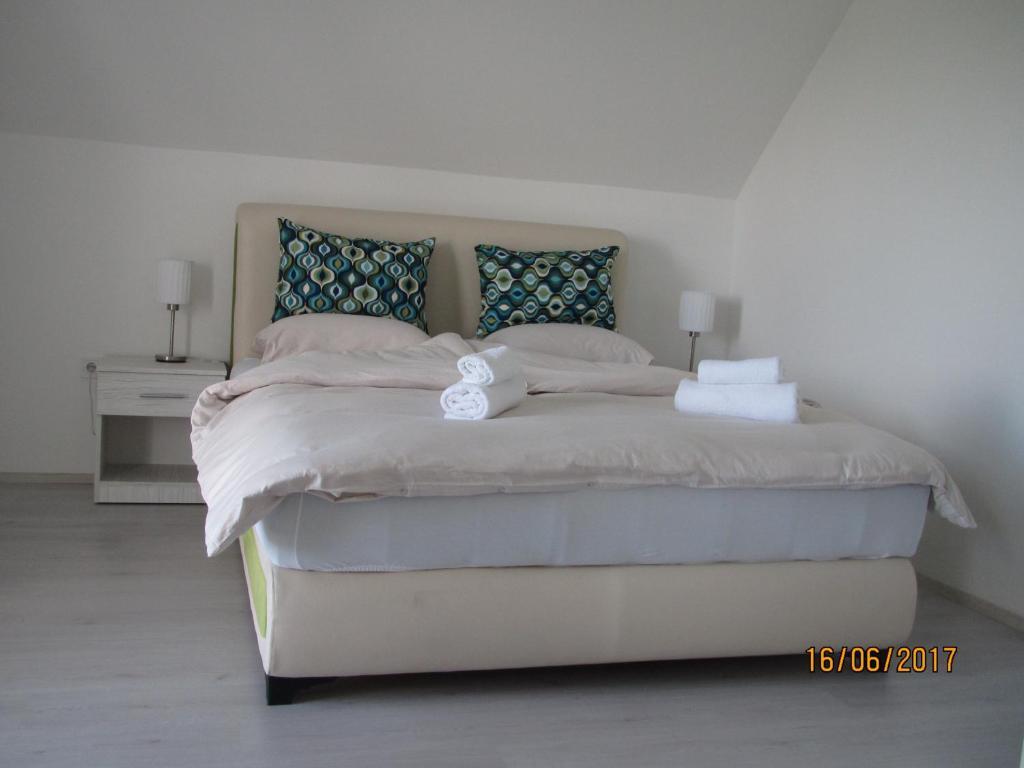 Ein Bett oder Betten in einem Zimmer der Unterkunft Guest House Baranin Pitomine