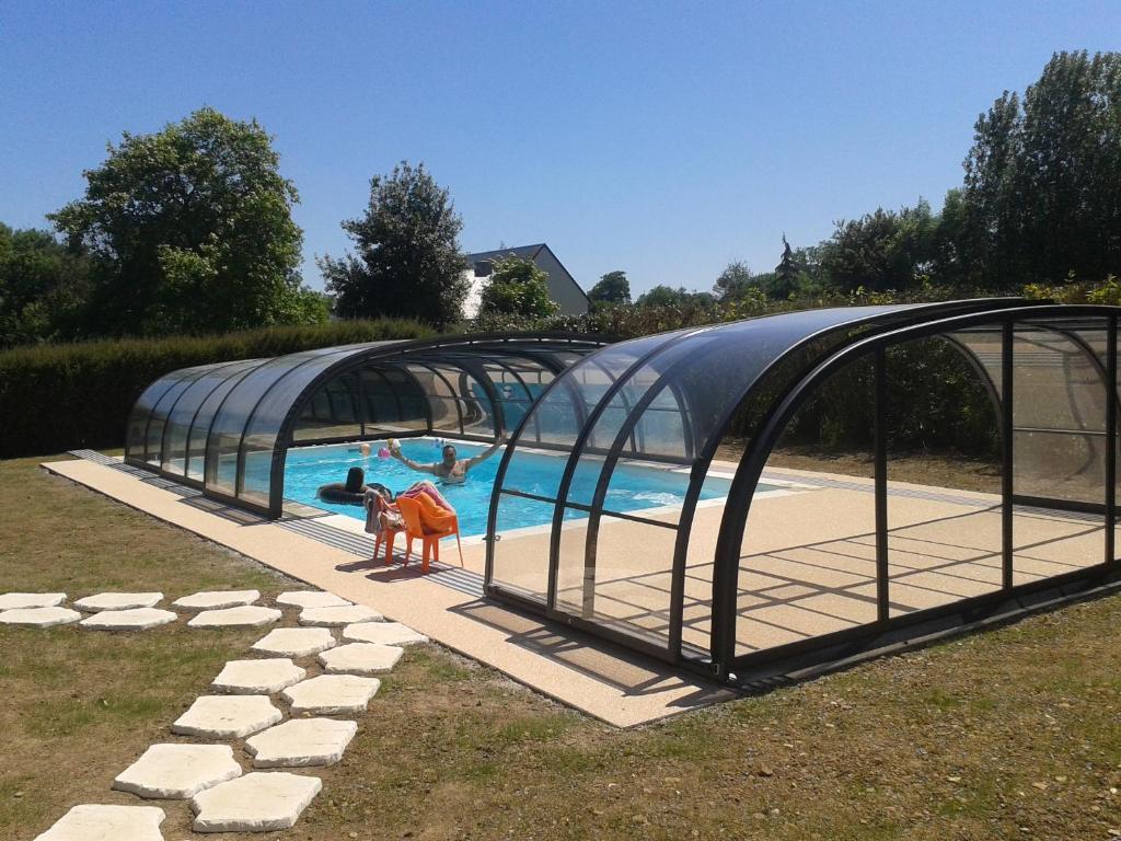 The swimming pool at or near L'Arrozoir