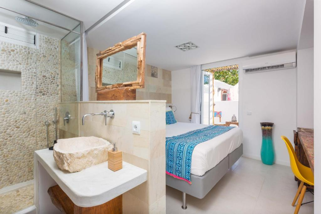 boutique hotels in santa eularia des riu  36