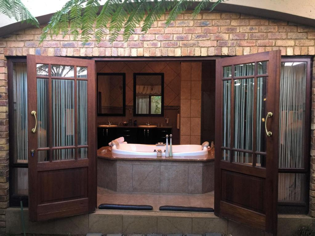 Witwater Guest House Spa Kempton Park South Africa