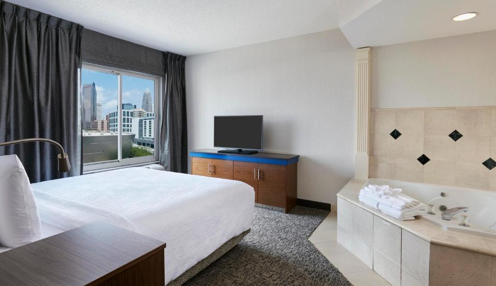 gallery image of this property - Hilton Garden Inn Charlotte