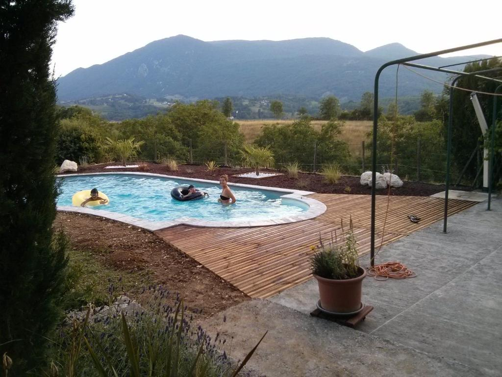 The swimming pool at or near Gite de Fontepaisse