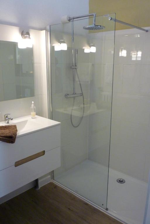 Salle de bains dans l'établissement Le Relais de Chasse
