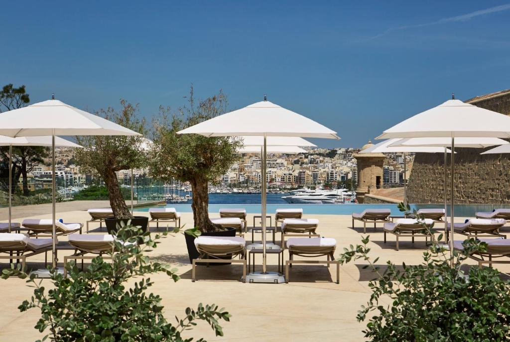 The swimming pool at or close to Hotel Phoenicia Malta