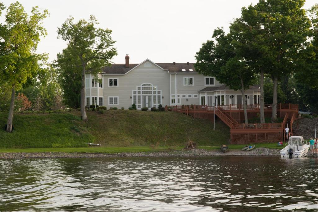 Vacation Home Oneida Lake House Brewerton Ny Booking Com