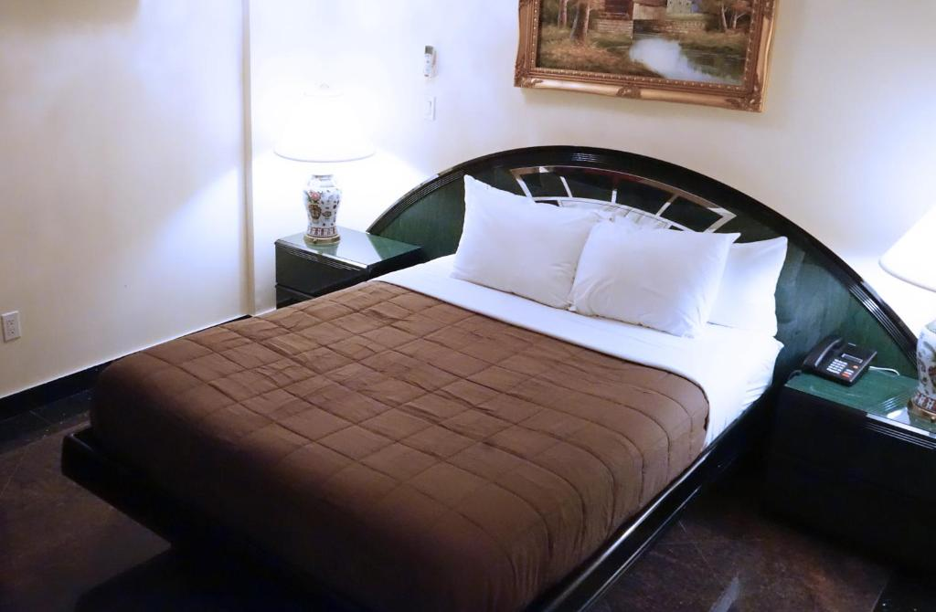 Hotel Corona Paris Booking