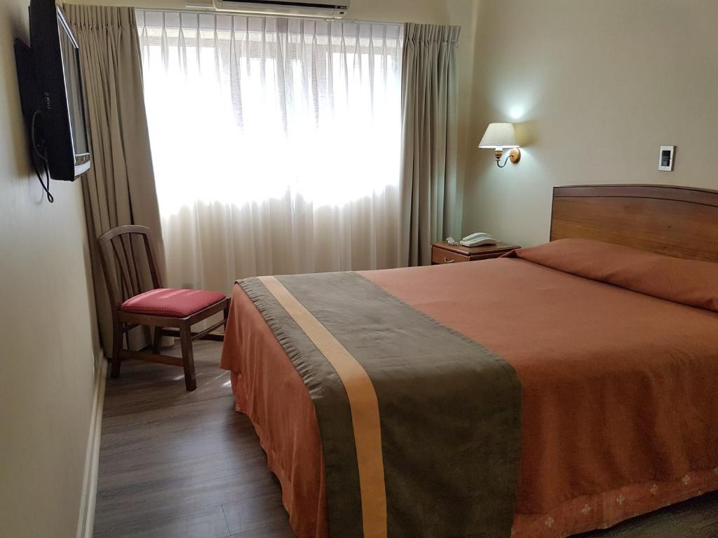 A bed or beds in a room at Hotel Diego de Almagro Antofagasta Express