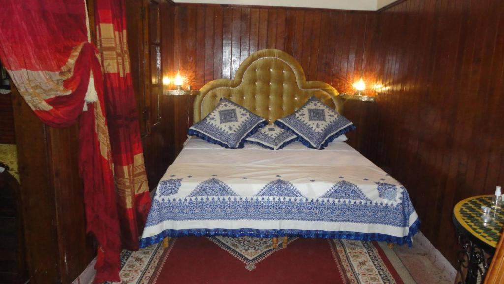 A bed or beds in a room at Dar Ain Allo